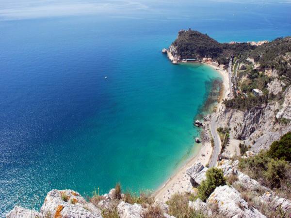 beach_Baia-dei-Saraceni-Varigotti-hotel-giongo-spotorno